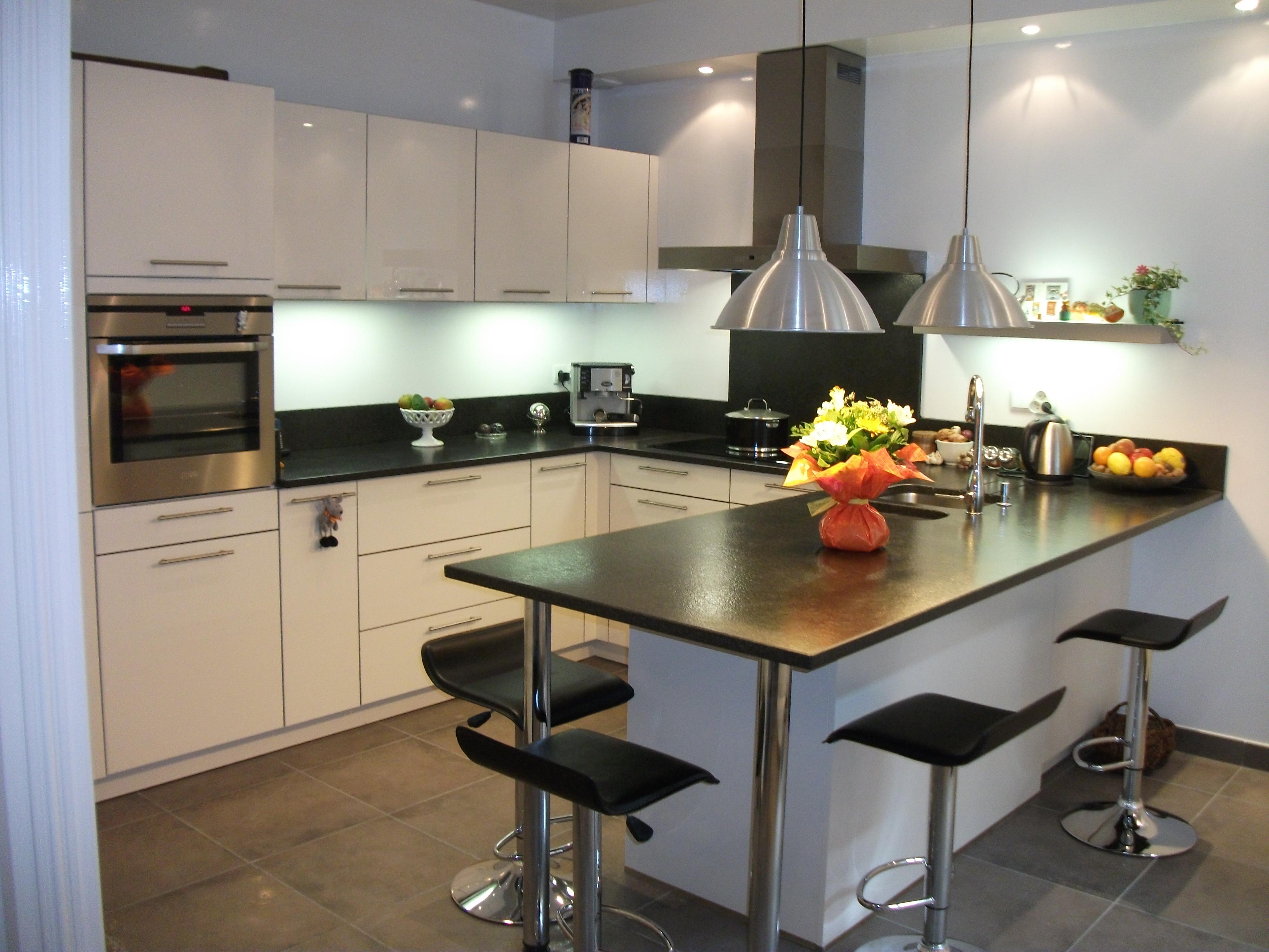 que choisir cuisine best milles conseils comment choisir un luminaire de cuisine with que. Black Bedroom Furniture Sets. Home Design Ideas